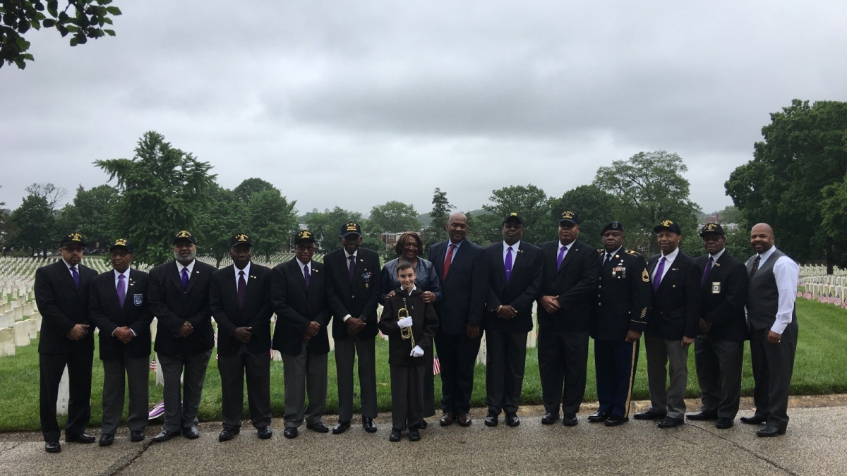 Congressman Dwight Evans with Philadelphian veterans
